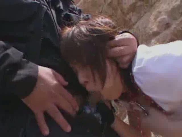 海辺で鬼畜男に捕まってしまったギャルが首輪を付けられ性奴隷のように青姦レイプを受ける…