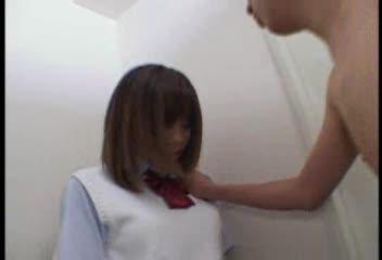 変態男に無理やり押し倒され強制イラマチオ、さらに顔射ぶっかけされてしまう女子校生。